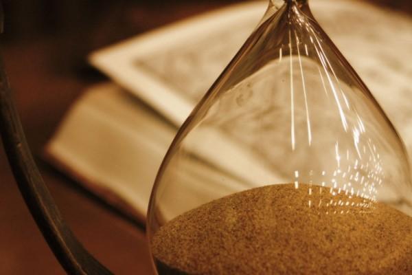 hourglass_glass_book_63296_1440x900